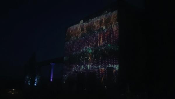 Projektioner på Mimer när mörkret inföll